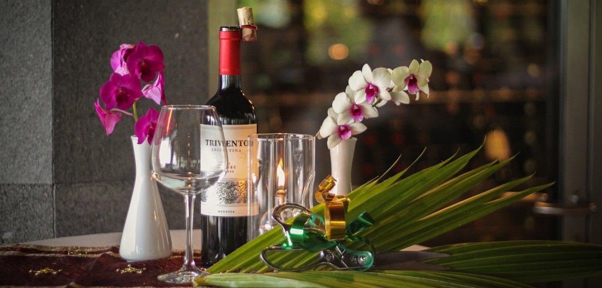 Kuredu Gifts - Wine and fruit platter